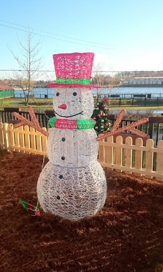 Decorazione del pupazzo di neve fatta dalle luci fotografia stock