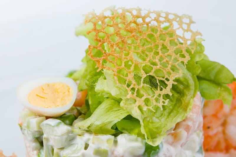 Decorazione del reticolato del formaggio di insalata verde fotografie stock libere da diritti