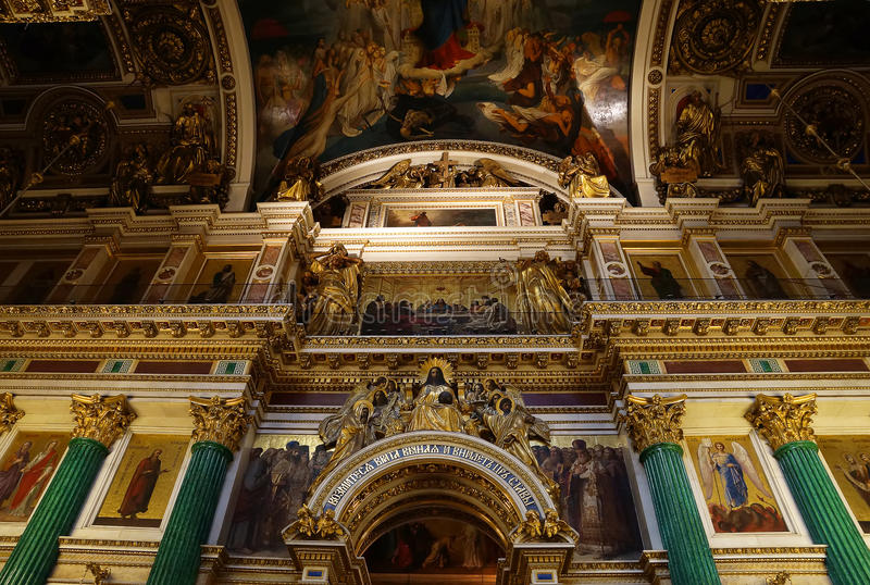 Decorazione dell'interno della st Isaac Cathedral, St Petersburg La Russia fotografia stock libera da diritti