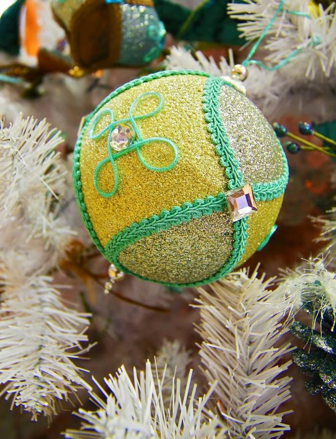 Download Decorazione Dell'Natale-albero Immagine Stock - Immagine di sfera, rosso: 7303243