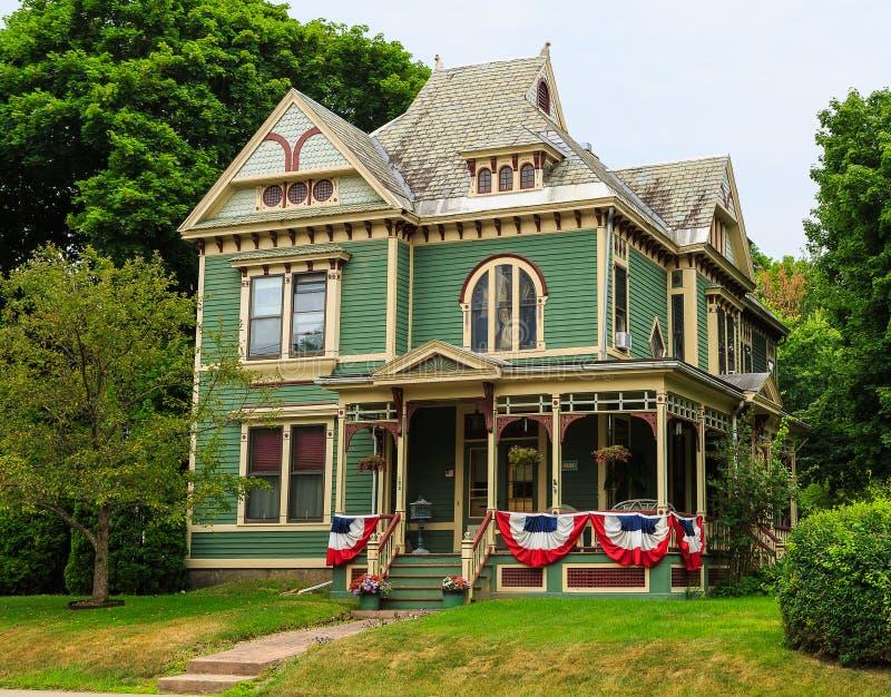 decorazione della bandiera americana sul portico