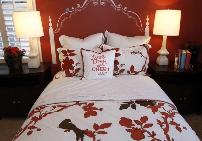 Decorazione della camera da letto alla moda immagine stock immagine di propriet mobilia - Decorazione camera da letto ...