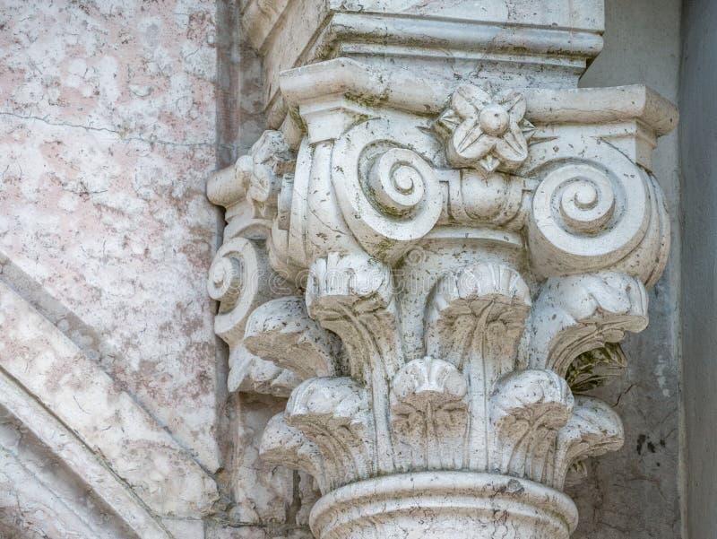 Decorazione della colonna sull'incrocio santo immagine stock libera da diritti