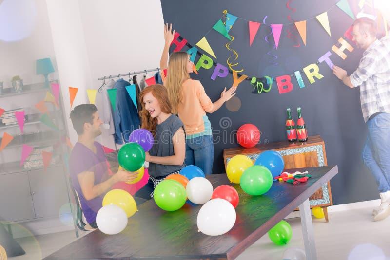 Decorazione della stanza per la festa di compleanno immagini stock
