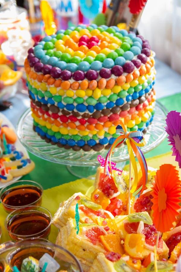 Decorazione della torta di compleanno di colore dell - Colorazione pagina della torta di compleanno ...