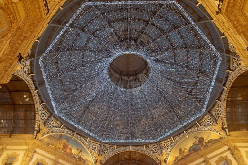 Decorazione delle luci di Natale nella galleria di Vittorio Emanuele II fotografie stock libere da diritti