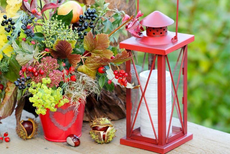 Decorazione di autunno sul terrazzo fotografia stock