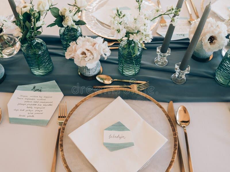 Decorazione di cerimonia nuziale Tabella messa a nozze fotografia stock libera da diritti