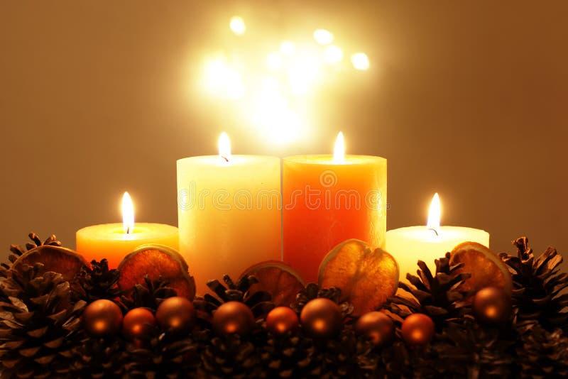Decorazione di festa con le candele fotografia stock