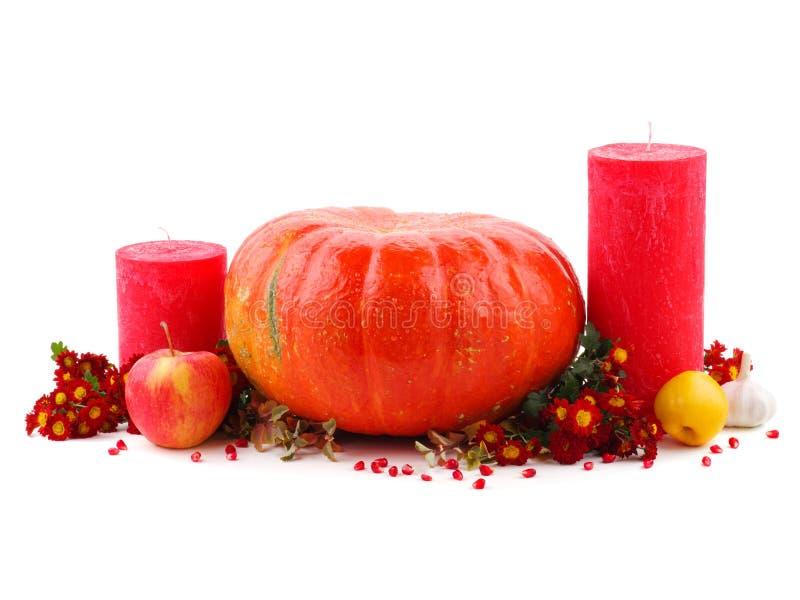 Decorazione di festa di Halloween Zucca intagliata di Halloween decorazione della zucca con i fronti divertenti fotografia stock