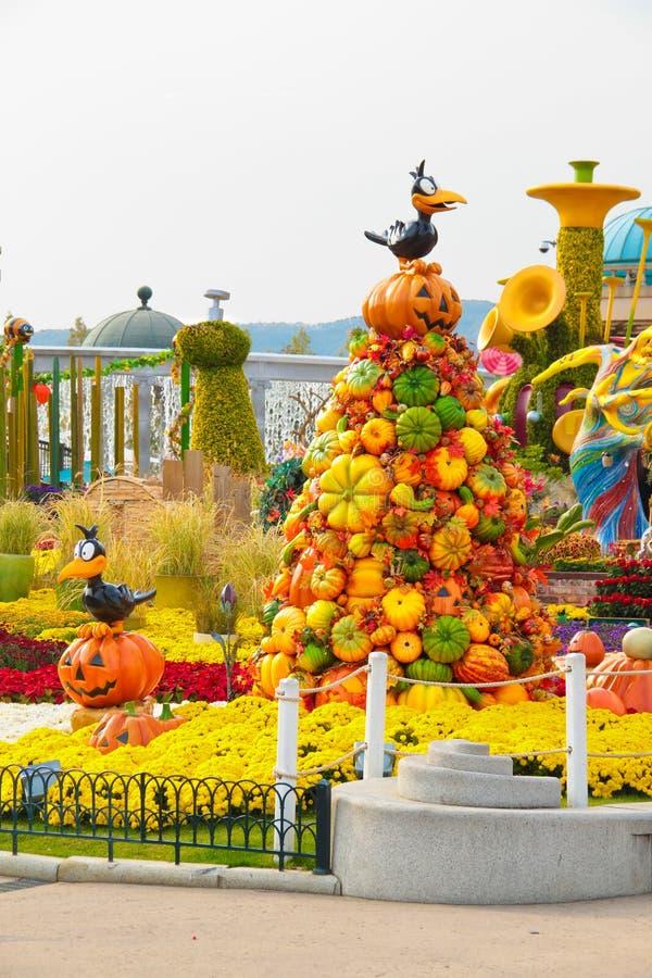 Decorazione di Halloween ad un parco a tema fotografia stock libera da diritti