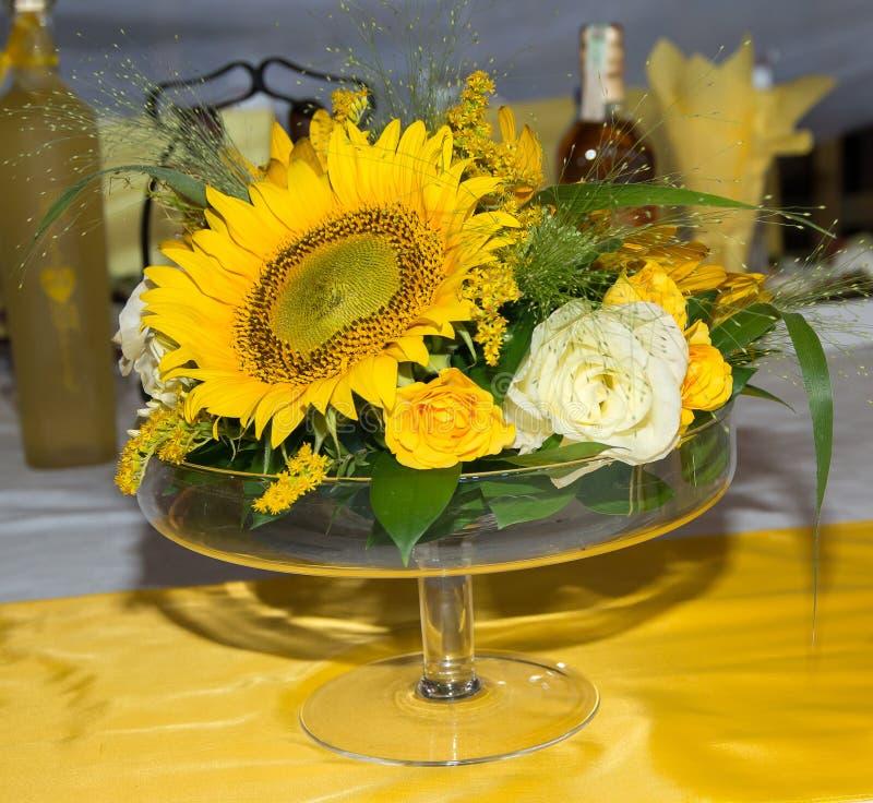 Decorazione di massa con i fiori fotografia stock libera da diritti