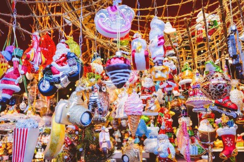 Decorazione di Natale al mercato di Natale al quadrato di Gendarmenmarkt nell'inverno Berlino, Germania Stalle con gli elementi d fotografia stock