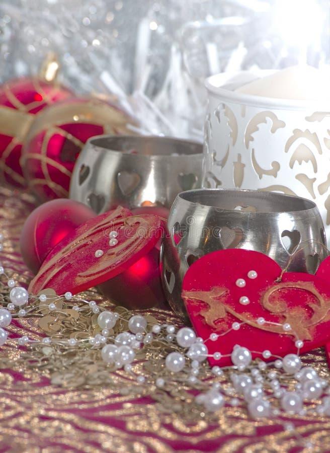 Decorazione di Natale con i cuori e le perle fotografie stock libere da diritti
