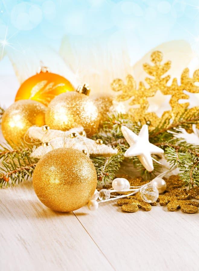Decorazione di Natale sopra cenni storici di legno. fotografie stock libere da diritti