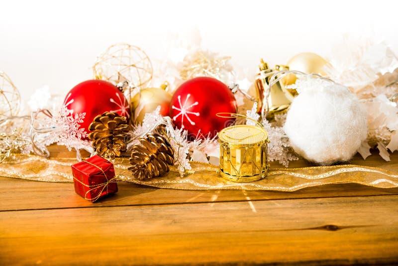 Decorazione di Natale sopra le luci immagine stock