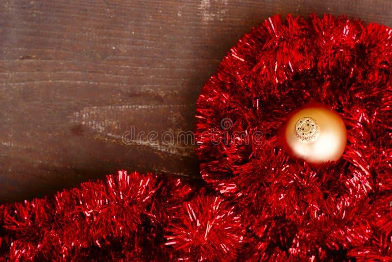 Decorazione di Natale su fondo di legno immagini stock libere da diritti