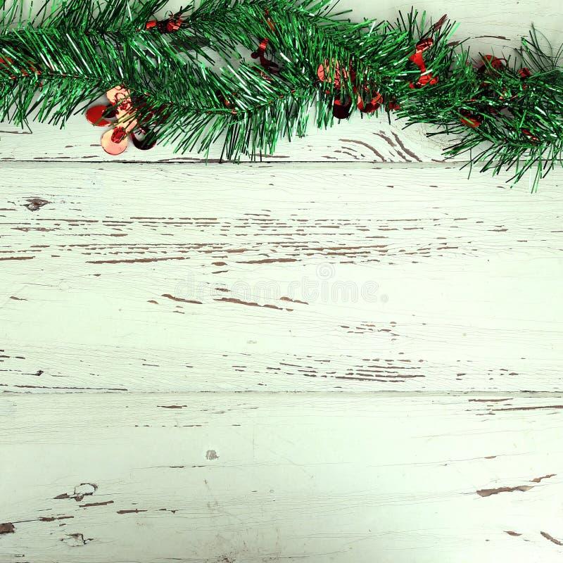 Decorazione di Natale su legno bianco immagine stock libera da diritti