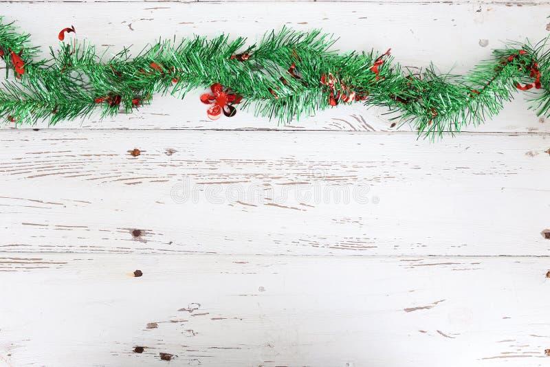 Decorazione di Natale su legno bianco fotografia stock