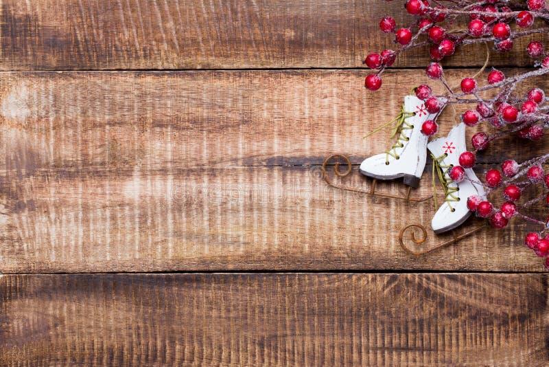 Decorazione di Natale sui vecchi precedenti di legno d'annata fotografia stock libera da diritti