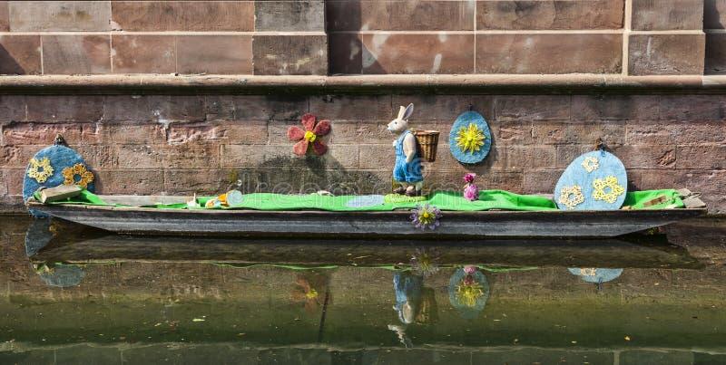 Decorazione Di Pasqua Su Un Canale A Colmar Fotografia Editoriale