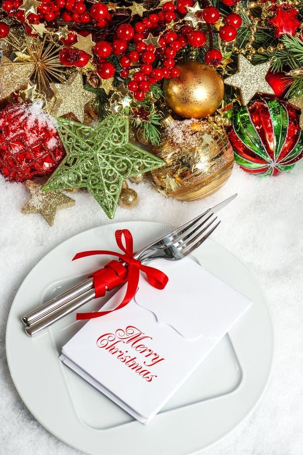 Decorazione di regolazione festiva della tavola. concetto dell'invito della cena fotografie stock libere da diritti