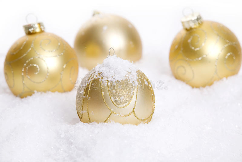 Decorazione dorata di Natale con neve fotografie stock libere da diritti