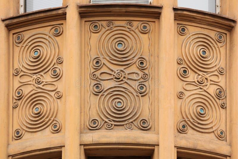 Decorazione ornamentale sull'edificio di Art Nouveau a Praga immagini stock libere da diritti