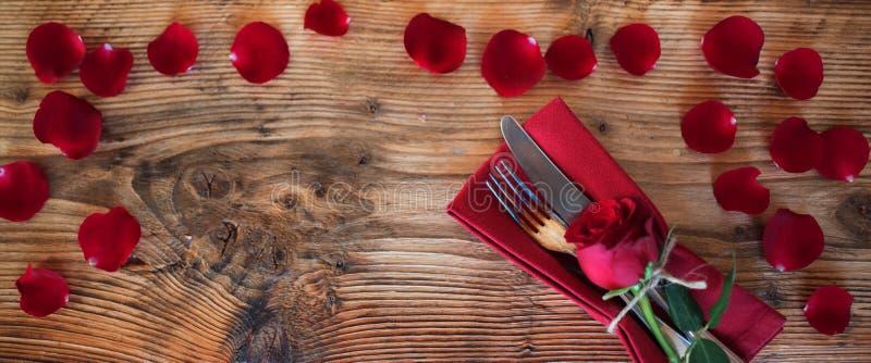 Decorazione romantica della tavola fotografia stock