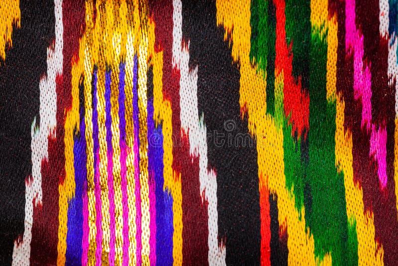 Decorazione a strisce luminosa asiatica tradizionale di tessuto fotografie stock libere da diritti