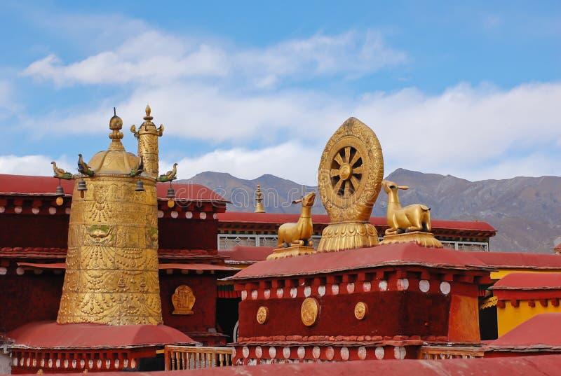 Decorazione sul tetto del tempiale di Jokhang fotografie stock libere da diritti