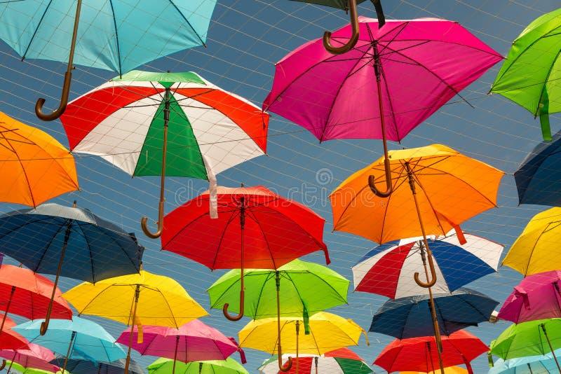 Decorazione variopinta della via dell'ombrello immagine stock