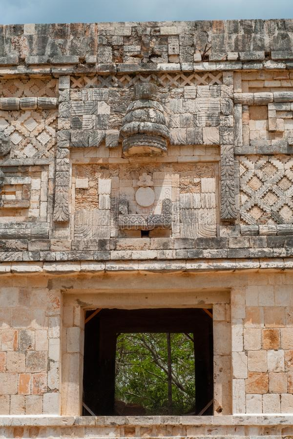 Decorazioni architettoniche di una costruzione maya, nell'area archeologica di Ek Balam fotografie stock libere da diritti