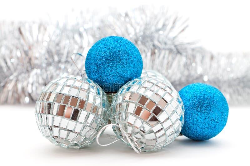 Decorazioni d'argento e blu di natale immagine stock
