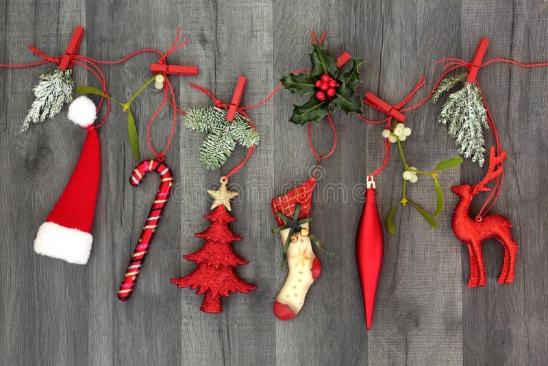 Decorazioni d'attaccatura di Natale con la flora fotografia stock libera da diritti