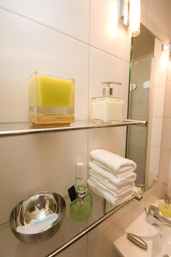 Decorazioni del bagno immagine stock. Immagine di sapone - 33185613