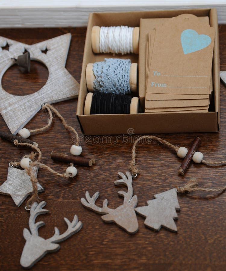 Decorazioni di legno di natale fatte a mano testa di un cervo degli alberi di natale e delle - Decorazioni di legno ...