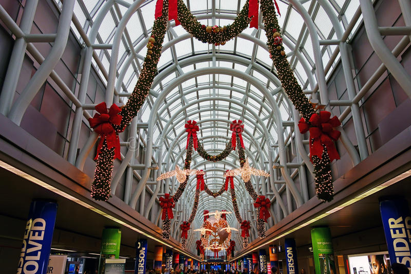 Decorazioni di Natale, aeroporto di O'Hare, Chicago fotografie stock libere da diritti