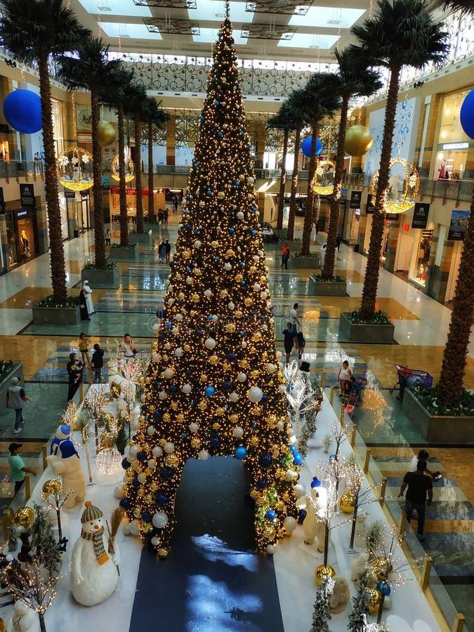 Decorazioni di Natale al centro urbano di Mirdiff fotografia stock libera da diritti