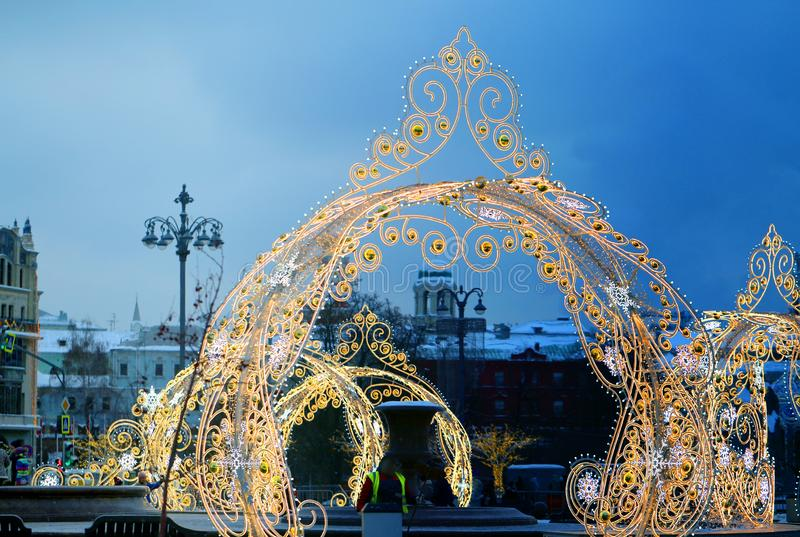 Decorazioni di Natale con illuminazione in primo piano di Mosca immagine stock