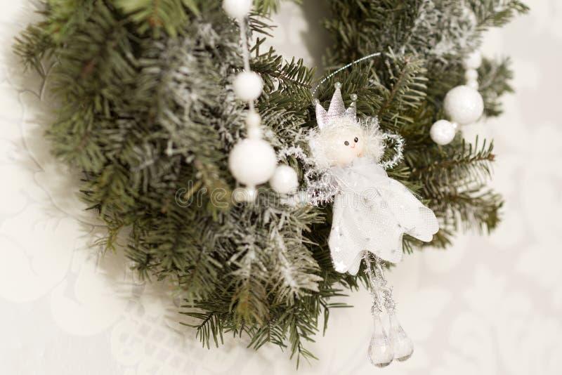 Decorazioni di Natale con l'angelo fotografia stock libera da diritti