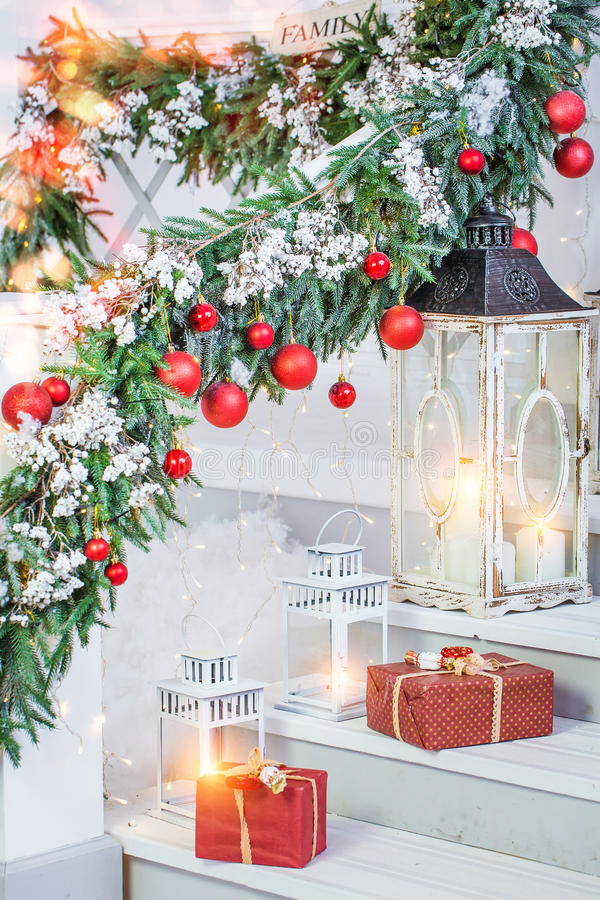 Decorazioni di Natale con le lanterne fotografie stock