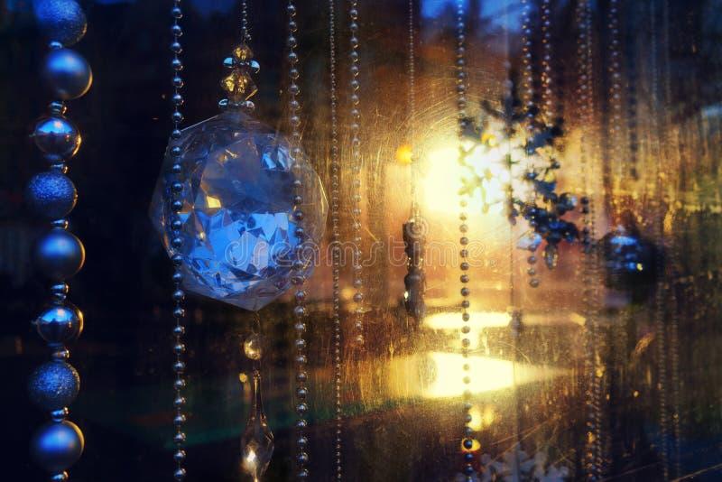 Decorazioni di natale delle finestre di vetro graffiate immagine stock immagine di ghiaccio - Finestre di natale ...