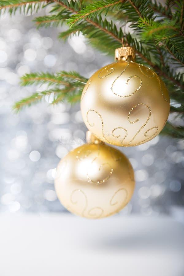 Decorazioni di Natale, palle sull'albero fotografie stock