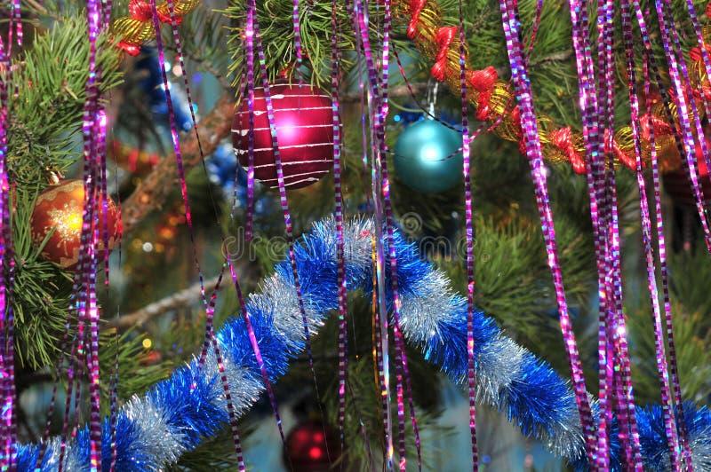 Decorazioni di Natale su un albero di Natale fotografie stock