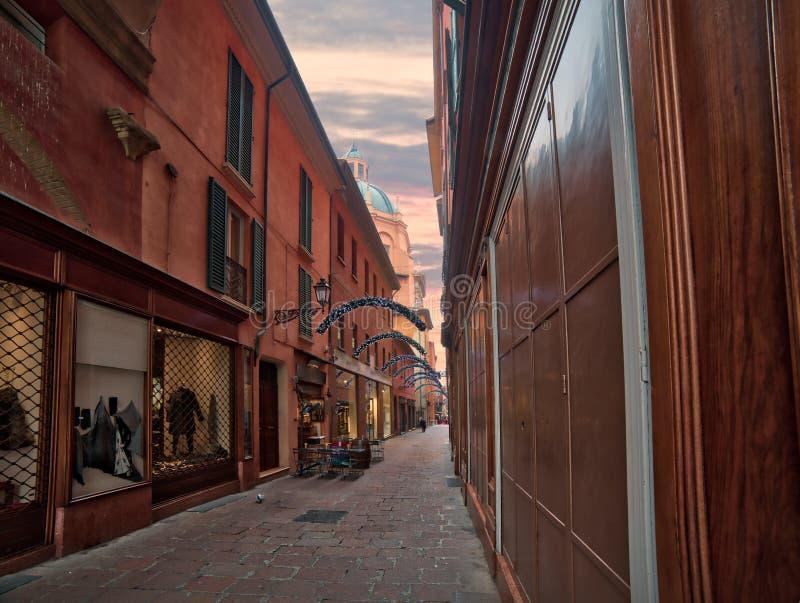 Decorazioni di Natale in vecchia città di Bologna fotografia stock