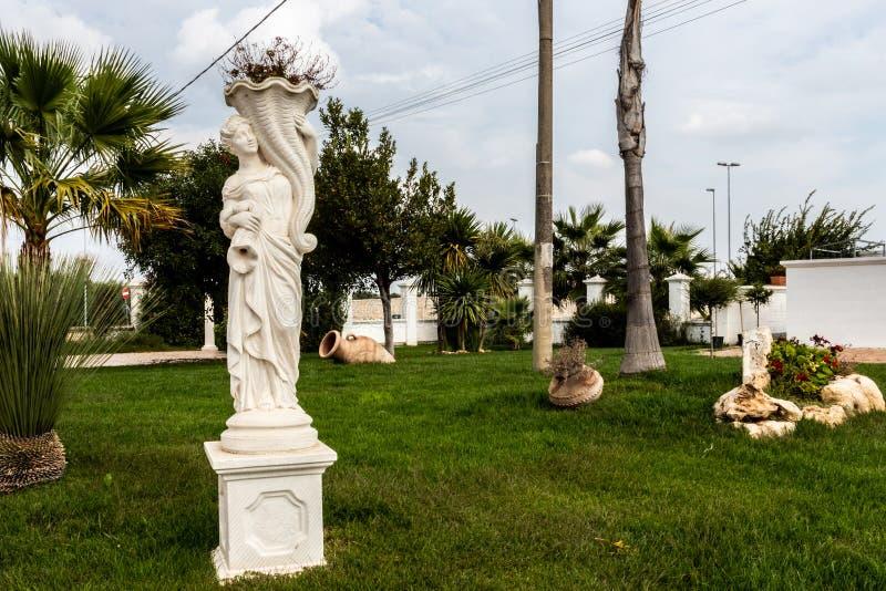 Decorazioni e sculture del giardino fotografia stock libera da diritti
