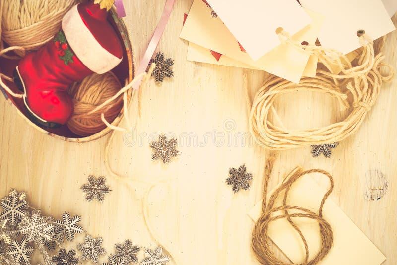 Decorazioni fatte a mano di Natale della preparazione di Natale (residuo) fotografia stock libera da diritti