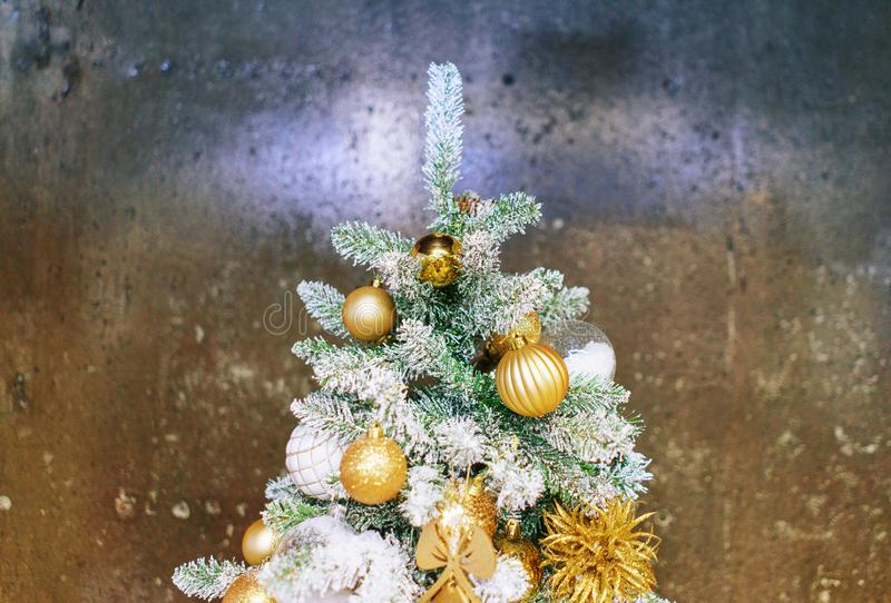 Decorazioni festive luminose che celebrano il Natale e nuovo anno fotografia stock