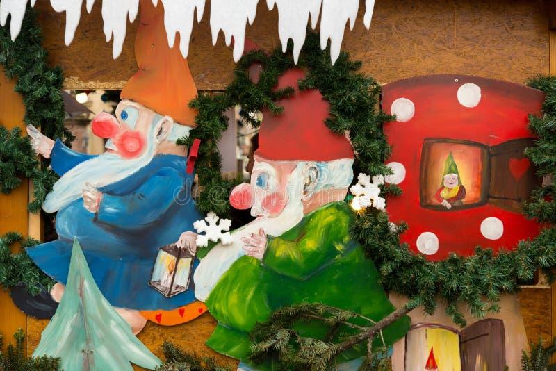 Decorazioni variopinte sul mercato di Natale a Strasburgo, Alsa fotografia stock libera da diritti